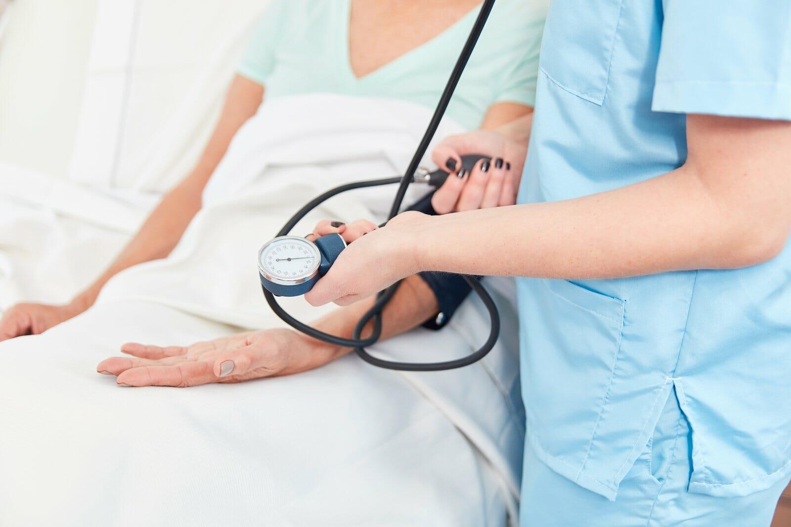 """רשלנות רפואית בבית חולים / מוסד רפואי I עו""""ד נעמי קויפמן ניב I רשלנות רפואית"""